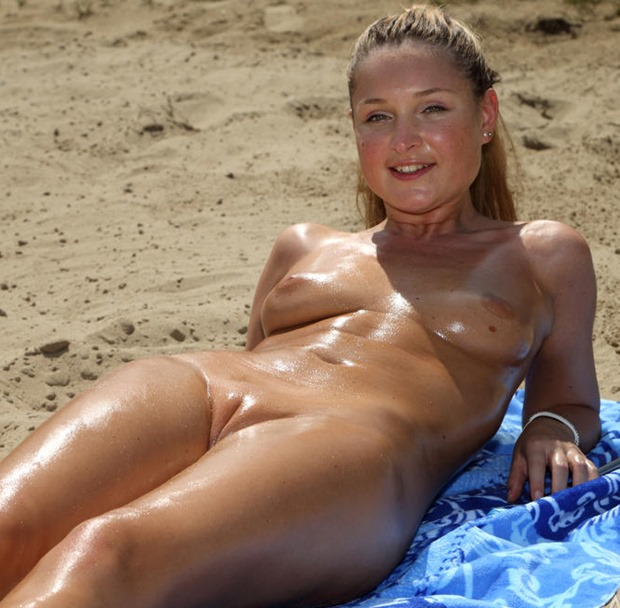 perfect cleft of venus at the beach